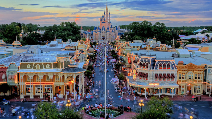 6 Least Crowded Times to Visit Disney World in 2017