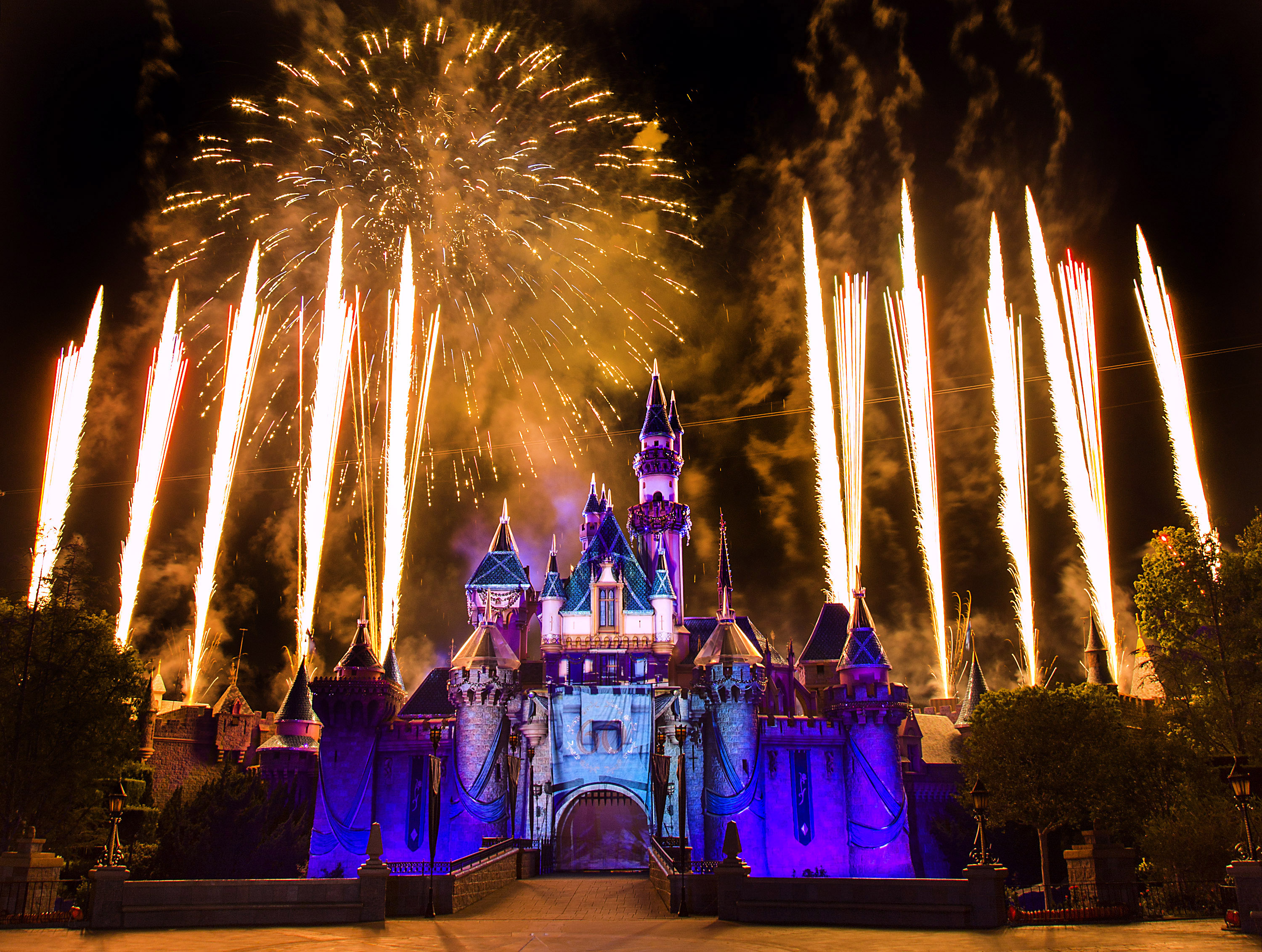 When Will 2017 Disneyland Packages Go on Sale